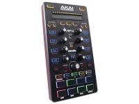 Akai AFX O Controlador Akai AFX para DJ's com 8 pads de disparo sensíveis à velocidade com toda qualidade da marca.    Expansão Prática  Com o Controlador Akai expanda sua capacidade d...