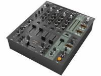 Behringer DJX900USB-UE Mesa de Mistura BEHRINGER DJX900USB-UE  mesa de mistura concebida para proporcionar ótimas soluções de DJing em atuações ao vivo com quatro canais para ligação de leitores de CD ou g...