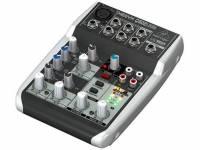 Behringer Xenyx Q502USB Mesa Mistura Behringer Xenyx Q502 USB. Efeitos: Crompressor. Canais: 1 Mono + 2 Stereo. Controladores: Equalizador (2 bandas); Phantom Power.