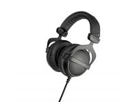 Beyerdynamic DT-770 Pro 32 Ohms Pouquíssimos fones de ouvido oferecem ao usuário a mesma ótima experiência de som que os populares fones de ouvido Beyerdynamic DT 770 PRO. Devido à equalização de campo difuso e ao ino...