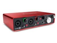 Focusrite Scarlett 2i4 2nd Gen   O Scarlett 2i4 inclui dois pré-amplificadores premiados de alta qualidade, combinando o melhor do analógico e do digital para criar uma entrada de sinal líder de classe para o teu á...