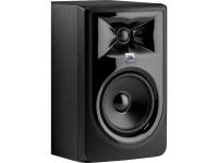 JBL 306P MkII Os monitores 3 Series MkII estão dotados com o inovador guia de ondas Image Control Waveguide da JBL que permite obter um impressionante nível de detalhe, ambiente e profundidade. Originalme...