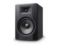 M-Audio BX8 D3 O desempenho do monitor começa com a excelência do driver  Os drivers de um monitor são o coração e a alma de sua performance. Conduzindo os graves e os médios, os woofers Kevlar® de...