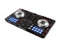 Pioneer DDJ-SR Pioneer DDJ-SR - Controlador derivado do DDJ-SX, software Serato DJ com botões e pads pré-mapeados, sound card Serato integrado, Controlador para DJ