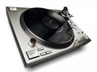 Reloop RP 7000 MK2 silver Gira-Discos Profissional de Alta Qualidade para DJs em Discoteca   O Reloop RP-7000 Ltd. é a solução perfeita para todos os DJs e utilizadores de DVS que procurem uma solução de alta ...